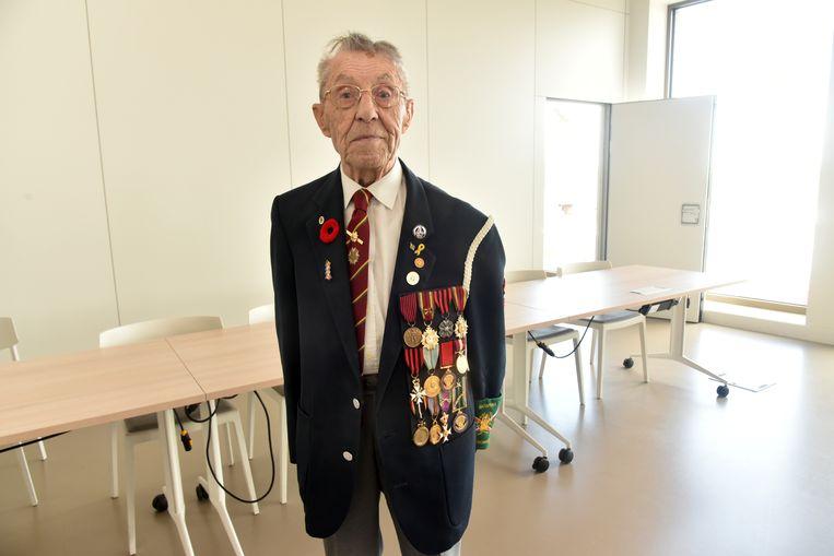 Michel Coppens (93) is de laatste oudstrijder van Wetteren en werd in de bloemen gezet tijdens de uitreiking van de medailles van de Imosphinx Academy.
