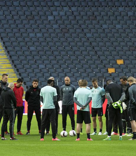 Ajax start training met minuut stilte