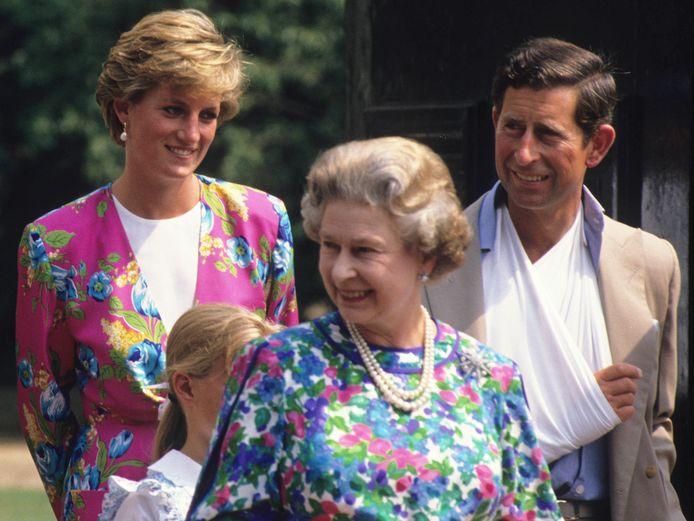 Prinses Diana, prins Charles en koningin Elizabeth in 1990.