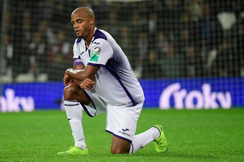 Anderlecht boekte woensdag dan wel een bekerzege tegen Beerschot, het verloor tegelijk speler-trainer Kompany met een blessure. Beeld Photo News