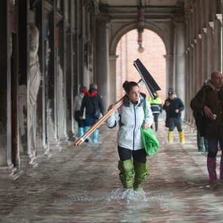 'Lege straten, aardedonker, dode ratten en de geur van rotting: overstroomd Venetië voelt apocalyptisch aan'