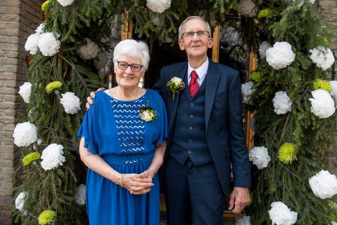"""Riek en Rein Heuver zijn 60 jaar getrouwd. """"Mijn buurmeisje werd verliefd op de broer van Riek en zodoende hebben wij elkaar ook leren kennen."""""""