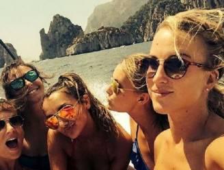 Ook via Instagram wordt Kat gesmeekt om plooien met Dries Mertens glad te strijken