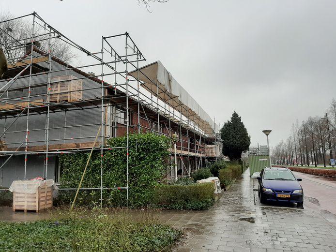 Woningen worden gerenoveerd en verduurzaamd.