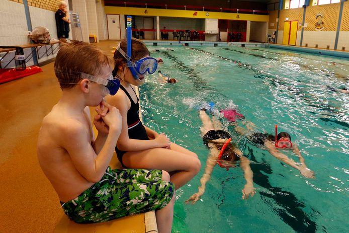 Snorkellessen bij de zwemvereniging De Gemertse Watervrienden Foto uit 2017.