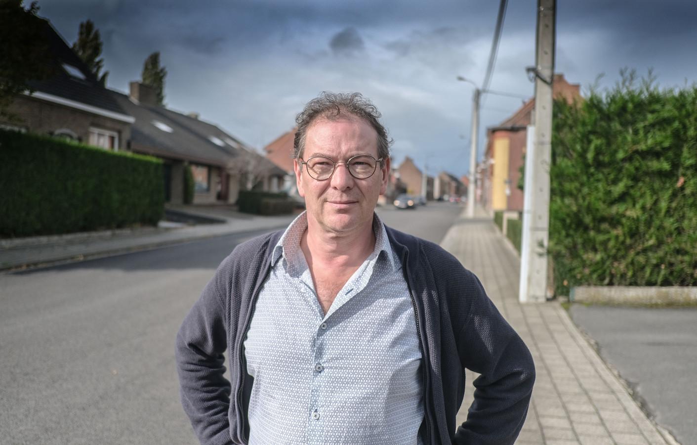 Lieven Loncke uit Zwevegem (56) verloor zijn job als specialist in kabels voor autobanden.