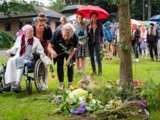 Wolfheze herdenkt slachtoffer van ongeval op spoorwegovergang: 'Waar een klein dorp groot in is'