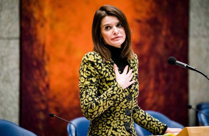 Staatssecretaris Barbara Visser van Defensie (VVD) biedt haar excuses aan tijdens het Tweede Kamerdebat over de voorgenomen verhuizing van de marinierskazerne