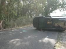 Auto op de zijkant bij ongeval Olst