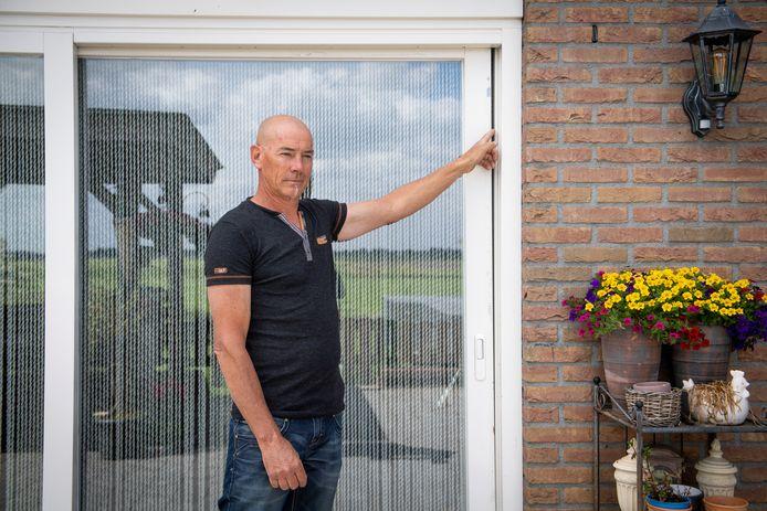 Woningen langs kanaal Almelo De Haandrik ondervinden de gevolgen van het uitdiepen van het kanaal.  Arjan Otter uit Geerdijk vreest dat het herstel onbetaalbaar gaat worden.