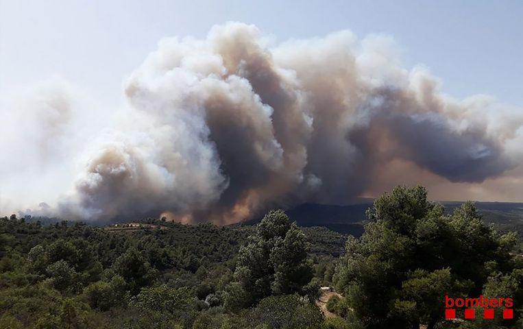 Een foto van de brand die door de Catalaanse brandweer werd vrijgegeven.