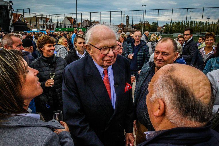 Burgemeester Leopold Lippens neemt zijn woorden terug: Nederlandse patiënten zijn wél nog welkom in AZ Zeno in Knokke-Heist.