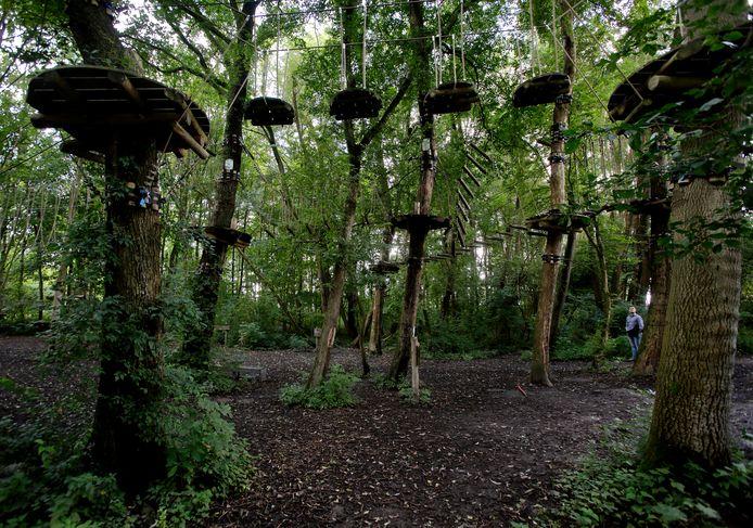 In het Avonturenbos in de Johannapolder kan worden geklauterd en geklommen.