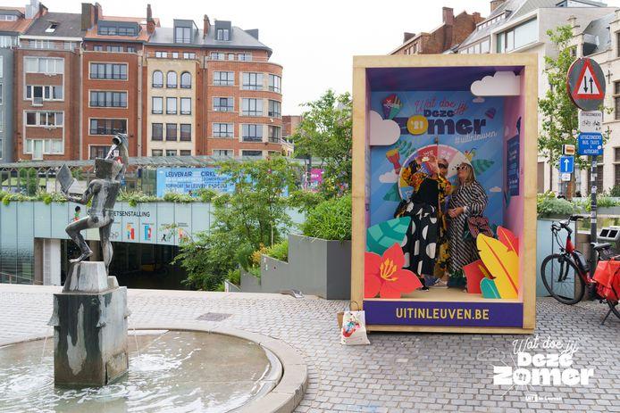 Het rad van fortuin op het Rector De Somerplein geeft je inspiratie voor leuke zomeractiviteiten.