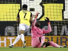 Gehavend PSV onderuit in Arnhem na cruciale VAR-beslissing in blessuretijd