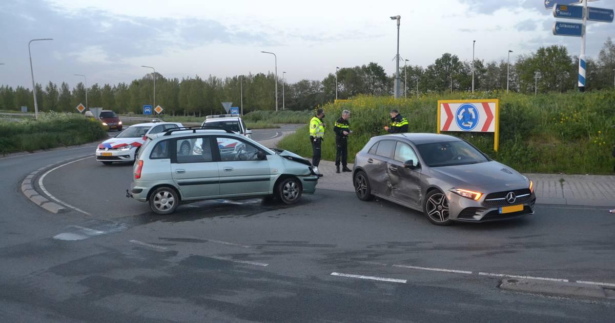 Bestuurder meegenomen naar politiebureau na ongeluk op N322 bij Beneden-Leeuwen.