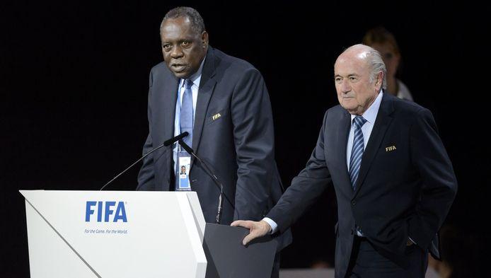 Issa Hayatou en Sepp Blatter.