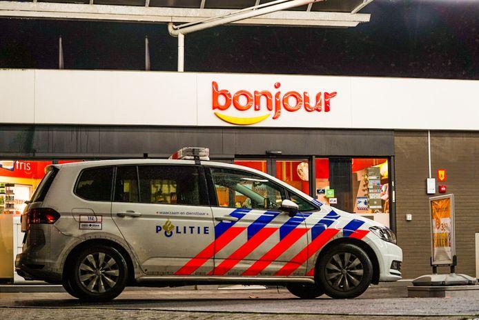 Man met griezelmasker doet poging overval op winkel van Total-tankstation aan de Oude Bosschebaan in Eindhoven.