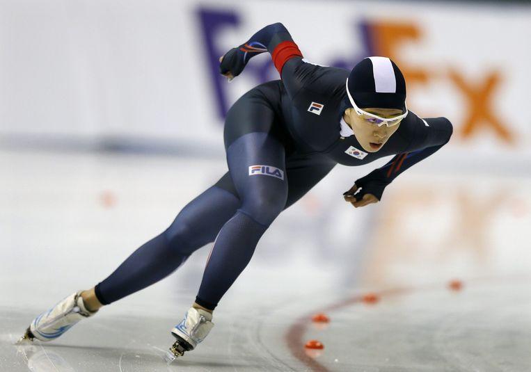 Sang-hwa Lee op weg naar de winst op de 500m bij het ISU wereldkampioenschap schaatsen. Beeld epa