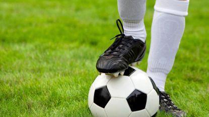 Voetbaltrainer voor ogen van jeugdteam in elkaar geslagen