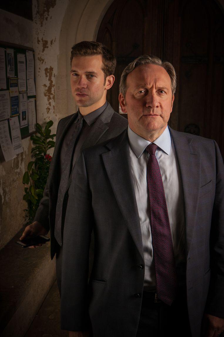 John Barnaby met achter hem zijn assistent Jamie Winter. Beeld Mark Bourdillon/Bentley Productions