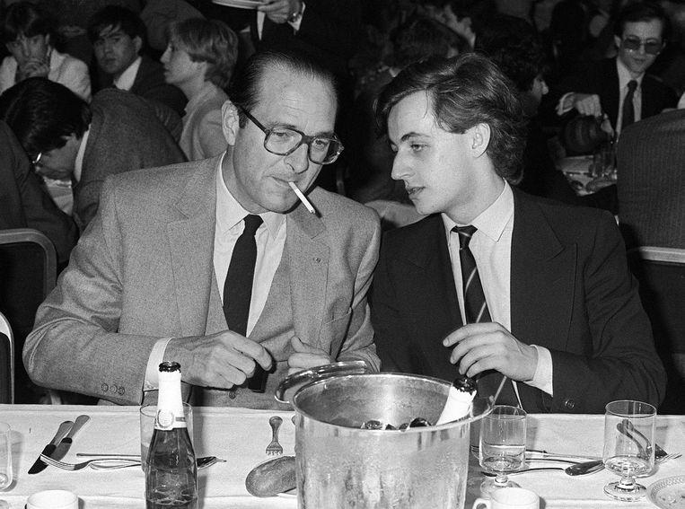 Chirac in 1981, als burgemeester van Parijs, met Nicolas Sarkozy, de latere president van Frankrijk (2007-2012). Beeld AFP