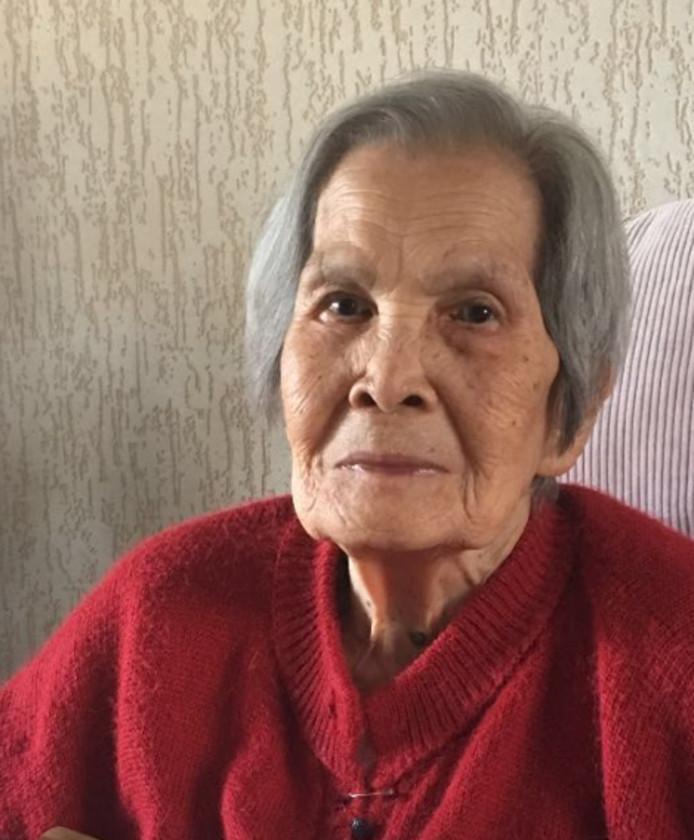 Mevrouw  Soewanie de Bie - Buan Phon op 99-jarige leeftijd.