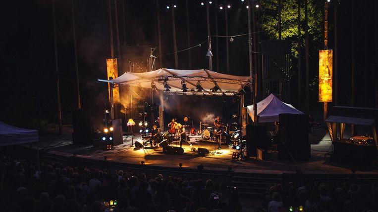 In de zomermaanden is er een reeks openluchtconcerten in het Amsterdamse Bostheater Beeld Hubrecht Eversdijk