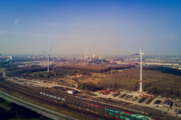 Het nieuwe windturbinepark op de terreinen van staalgigant ArcelorMittal zal uiteindelijk acht windturbines tellen.