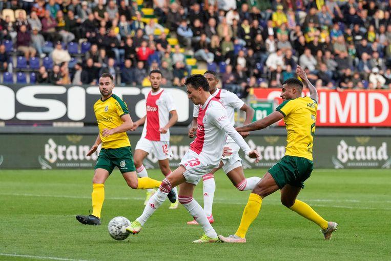 Steven Berghuis maakt de 1-0 voor Ajax. Beeld Pro Shots / Jasper Ruhe