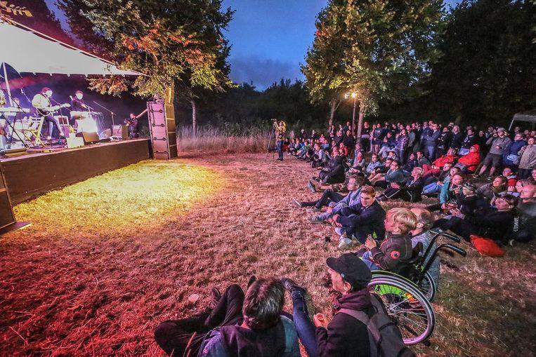 De intieme sfeer van Bos(!)festival tijdens een vorige editie