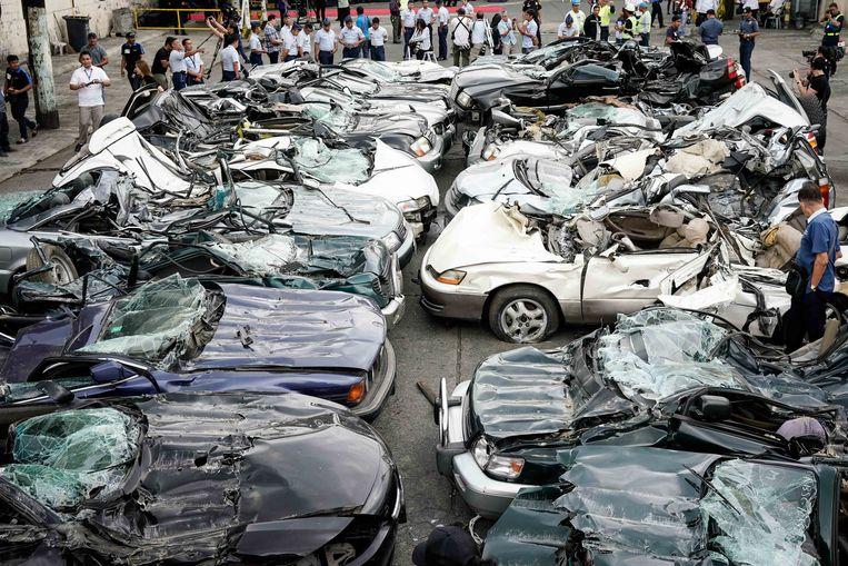 20 luxe-auto's, klaar voor de schroothoop Beeld EPA