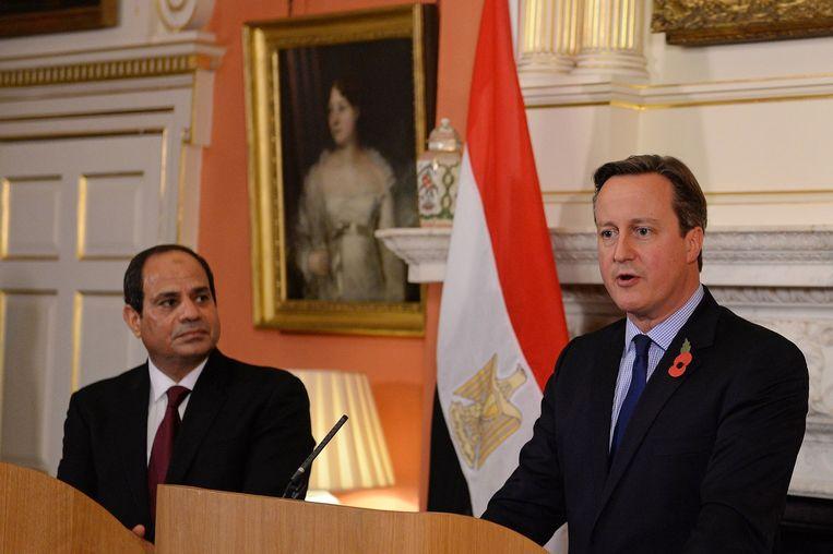 Brits premier op persconferentie over vliegtuigcrash in Sinaïwoestijn Beeld afp