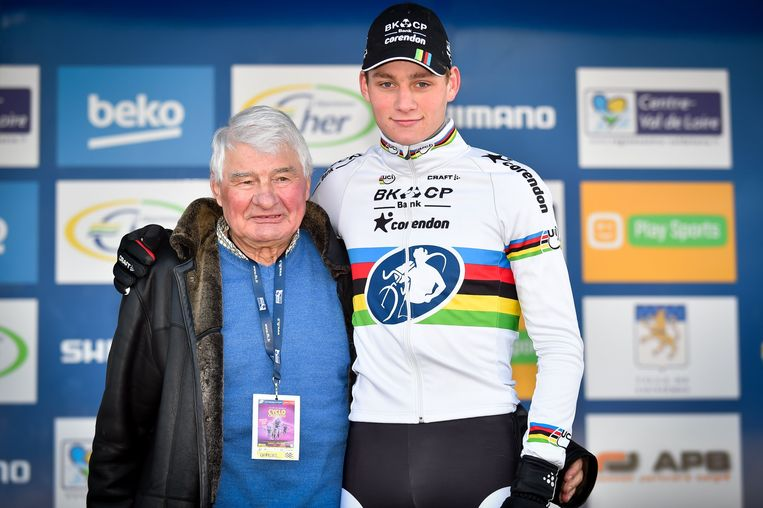 Poulidor is trots op zijn kleinzoon, en iedereen mag het weten Beeld Photo News