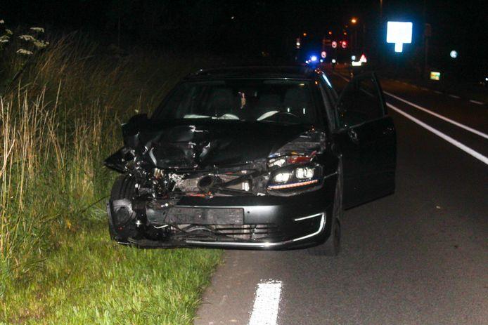 Een van de wagens die bij het ongeluk in Zutphen betrokken was.