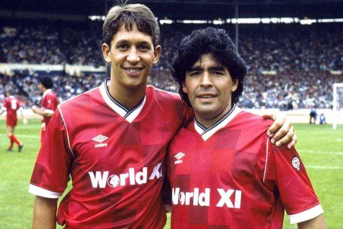 Gary Lineker en Diego Maradona voor de wedstrijd op Wembley op 8 augustus 1987.
