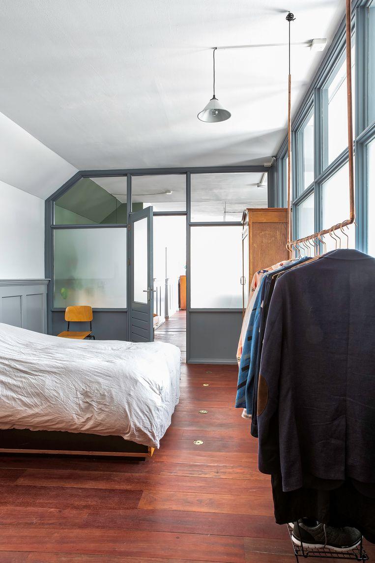 De slaapkamer was vroeger een rokershok. Beeld Henny van Belkom