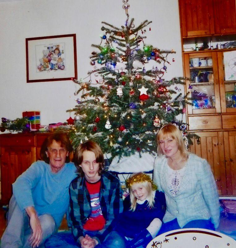 Bob Boverman naast zoon Julien en dochter Elise en zijn tweede vrouw Ewa. Beeld Dana Ploeger