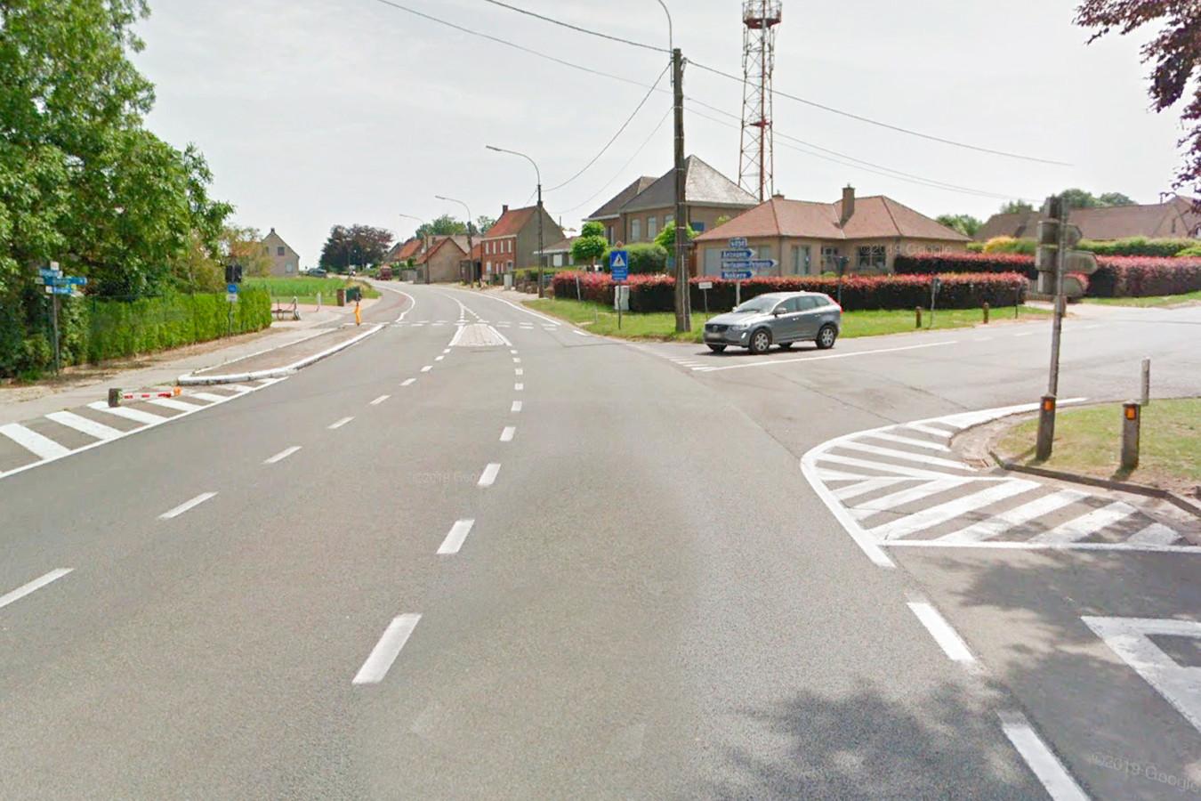 De rotonde komt op het kruispunt van de Hoogstraat, Oudenaardsesteenweg en Anzegemsesteenweg.