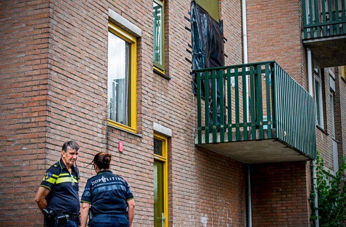 Groot onderzoek in een woning aan de Rotterdamse Zevenkampse Ring vanwege de koffermoord.