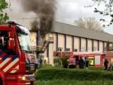 Brandweer sloopt muur om brand in beeldbepalende Stilohal in Zwolle te blussen