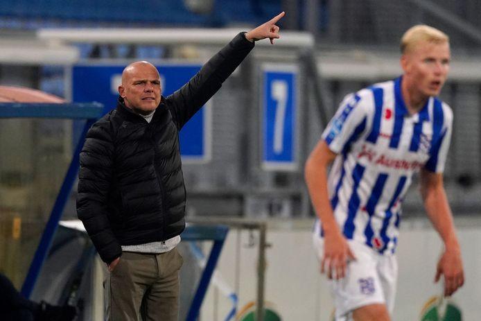 SC Heerenveen-trainer Johnny Jansen mist zondag in de uitwedstrijd tegen RKC Waalwijk drie spelers vanwege coronaperikelen