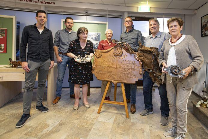 De leden van comité Vier de Vrijheid Wierden/Enter, met rechts voorzitter Ria Broeze.