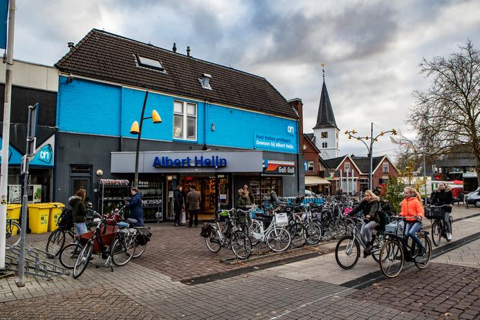 De Albert Heijn in Holten is aan een opknapbeurt toe.