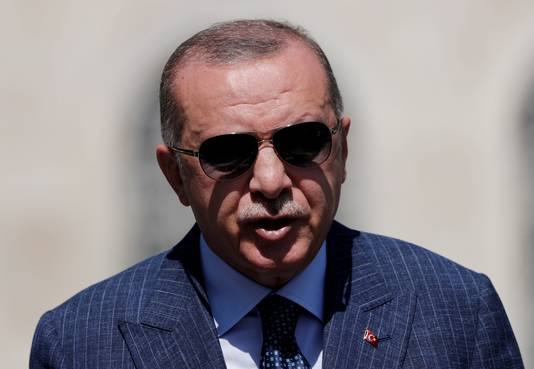 Turkije moet het aantal nieuwe gevallen terugdringen tot onder de vijfduizend per dag of anders een enorme prijs betalen, zei Erdogan eerder.