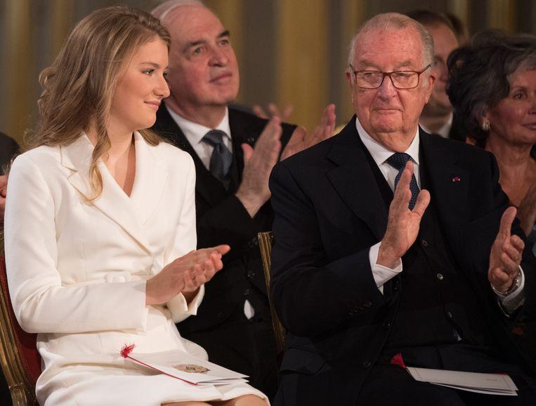 Kroonprinses Elisabeth en koning Albert tijdens het feest voor haar 18de verjaardag. Beeld BELGA
