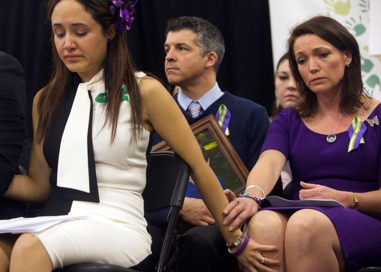 Nelba Marquez-Greene en Nicole Hockley in december 2012. Allebei verloren ze hun kind in een schietpartij op de lagere school.