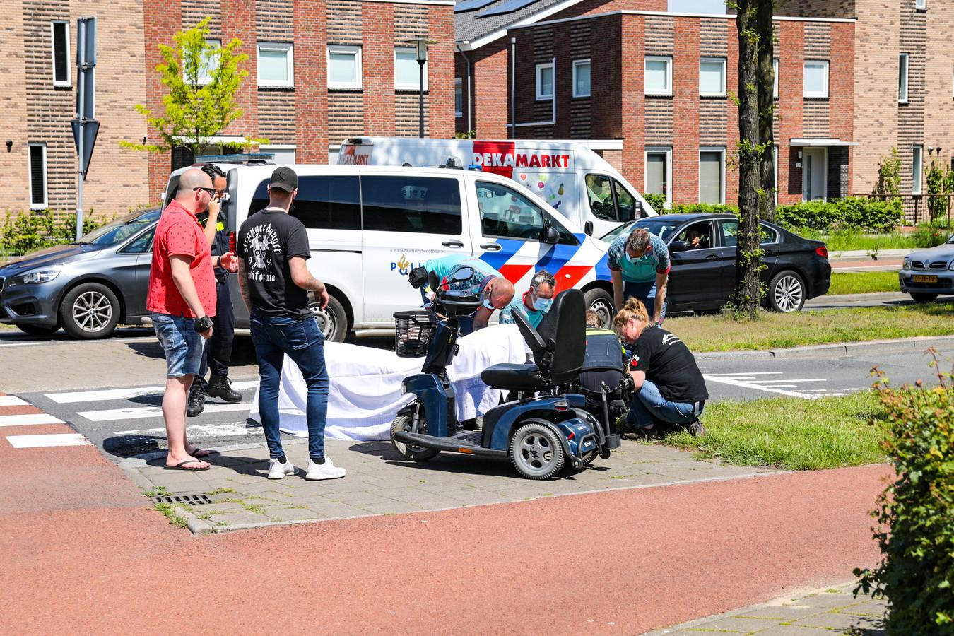 Een scootmobielrijdster kwam vanmiddag ernstig ten val op de Veenhuizerweg.
