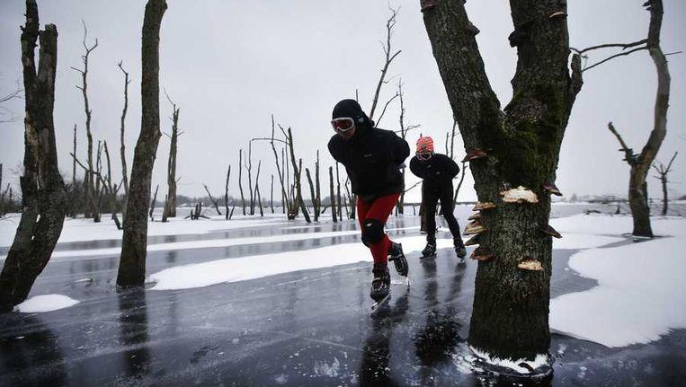 In Eernwoude moest de toertocht worden afgeblazen omdat het ijs niet dik genoeg was. Beeld anp