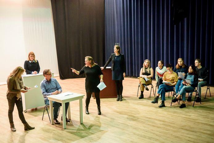 BEST - Repetitie theatervoorstelling over een van de burgemeesters van Best in trant van het 200-jarig bestaan van het dorp.